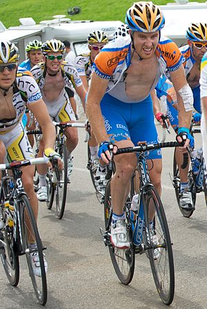 Autobus (cycling) - The autobus in a stage in the 2010 Tour de France. In the foreground Tyler Farrar, in the background Mark Cavendish, both sprinters.