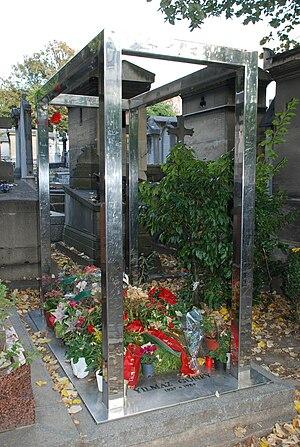 Yılmaz Güney - Grave of Yılmaz Güney at Père Lachaise Cemetery, Paris