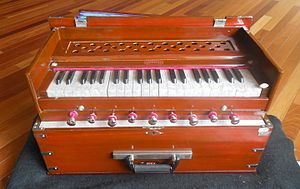 Pump organ - Modern portable harmonium with 9 air stop knobs
