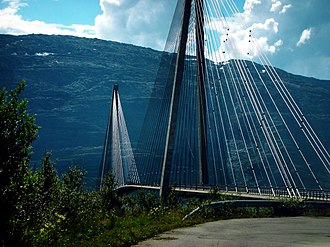 Norwegian County Road 17 - Image: Helgelandsbrua 1