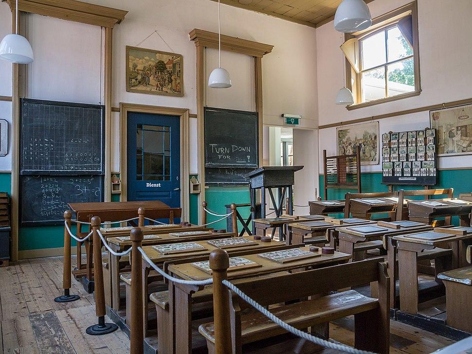 Het Hoogeland openluchtmuseum in Warffum, oud klaslokaal