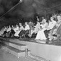 Het koninklijk paar tijdens het feest in het Rifstadion. Rechts gouverneur Struy, Bestanddeelnr 252-3646.jpg