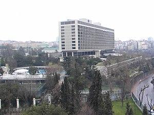 Harbiye'deki Hilton otelinin Taksim tarafından...