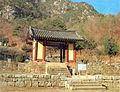 Hoejeonmun door of Cheongpyeongsa temple in Chuncheon, Korea 01.jpg