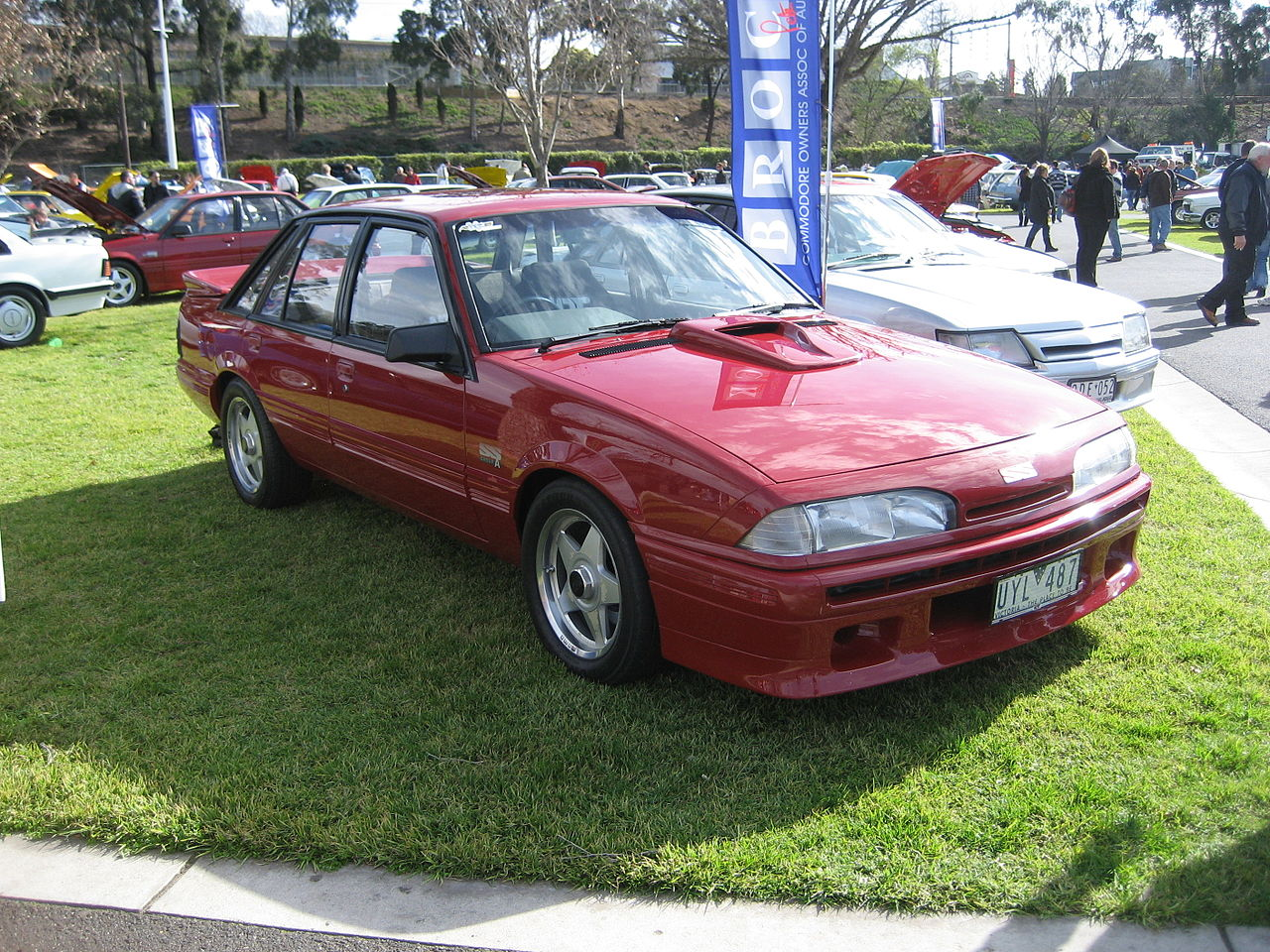 1280px-Holden_Commodore_VL_HDT_SS_Group_