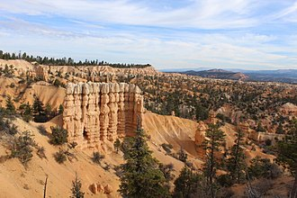 Bryce Canyon National Park - Hoodoo cluster near Fairyland Point