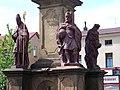 Hronov, svatý Vojtěch a Zikmund pod mariánským sloupem.jpg
