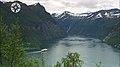 Hurtigruten på vei inn Geirangerfjorden.jpg