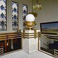 Interieur, trappenhuis in de hal- lamp - 's-Gravenhage - 20275409 - RCE.jpg