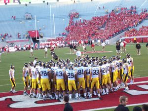 2007 Iowa Hawkeyes football team - Huddle before Wisconsin game