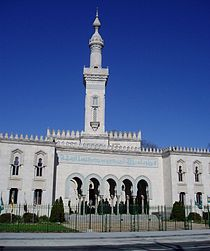 https://upload.wikimedia.org/wikipedia/commons/thumb/0/0c/Islamic_Center_of_Washington.jpg/210px-Islamic_Center_of_Washington.jpg