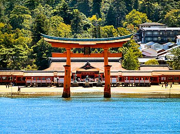 Itsukushima shrine 01.jpg