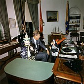 Il presidente Kennedy a Halloween nel 1963.