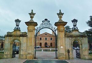Jasna Polana - Gate and mansion