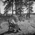 Jean Sibelius juurituolissaan Ainolan alueen rajamailla, - 1940-1945, (D2005 167 6 84) Suomen valokuvataiteen museo.jpg