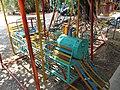 Jeux pour enfants dans un jardin public.jpg