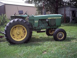 John Deere Model 4020 - Image: John Deere 4020 tractor a