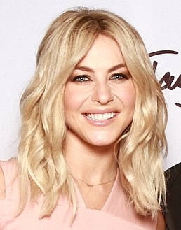 Julianne Hough (25831904580) (cropped).jpg