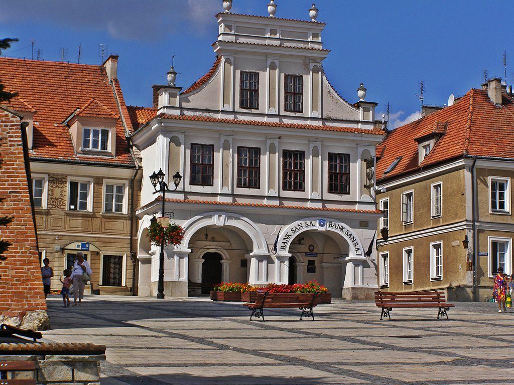 Sur la place du marché de Sandomierz - Photo de Giusta777