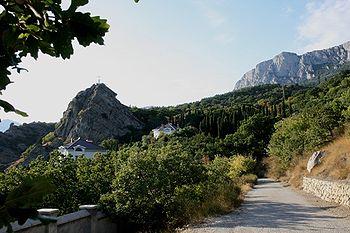Скала Ифигения и дорога из Нижнего в Верхний Кастрополь