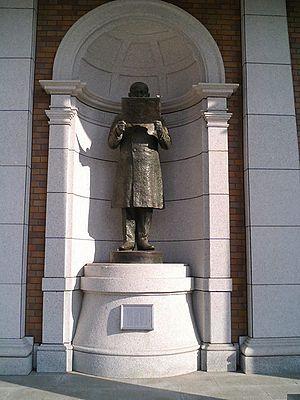 Takushoku University - Statue of Taro Katsura, founder of Takushoku University, at Onshi Memorial Hall
