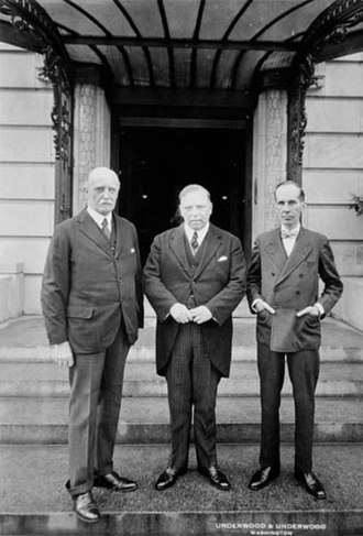 William Lyon Mackenzie King - Sir Esme Howard, King, and Vincent Massey at the Canadian Legation during a visit to Washington in 1927
