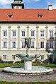 Klagenfurt Landhauspark Brunnenanlage mit Masken von Kiki Kogelnik 18102017 1591.jpg
