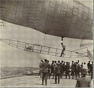 A. Roy Knabenshue - Postcard image from 1905, captioned Knabenshue and his air ship