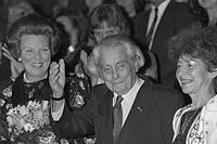Koningin Beatrix, Joris Ivens, en Marceline Loridan (1989).jpg