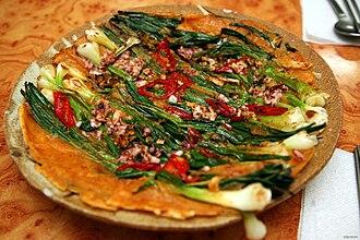Jeon (food) - Image: Korean pan cake Dongnae pajeon 01