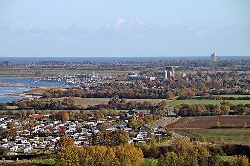 Laboe Blick vom Marineehrenmal in Richtung Osten (Stein, Wendtorfer Strand, Holm) (02 2)