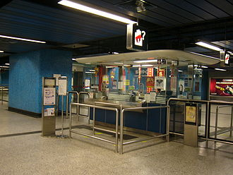 Lam Tin station - Customer service centre with only one operator serving both queues