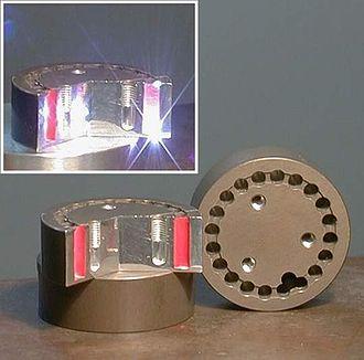 Air bearing - Laserprocessing (cut through a bearing element)