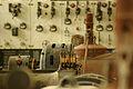 Les-26-couleurs-avant-travaux-detail-machines-et-comptoir-electrique-loeilamemoires.jpg