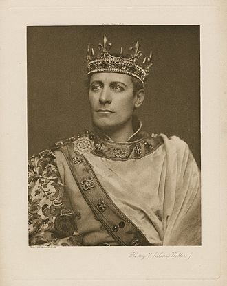 Henry V (play) - A photograph of Lewis Waller as Henry V, from a 1900 performance of the play