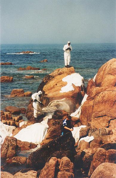 File:Limpeza de rochas en Lira.jpg