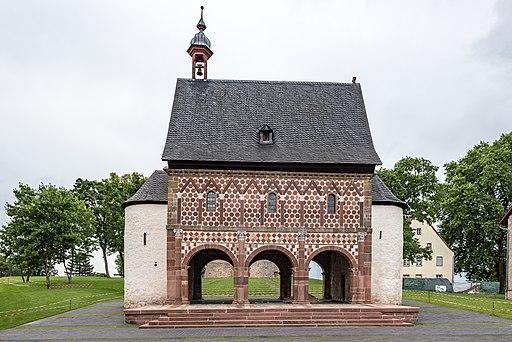 Lorsch, Kloster, Torhalle, Ansicht von Westen 20170609 002