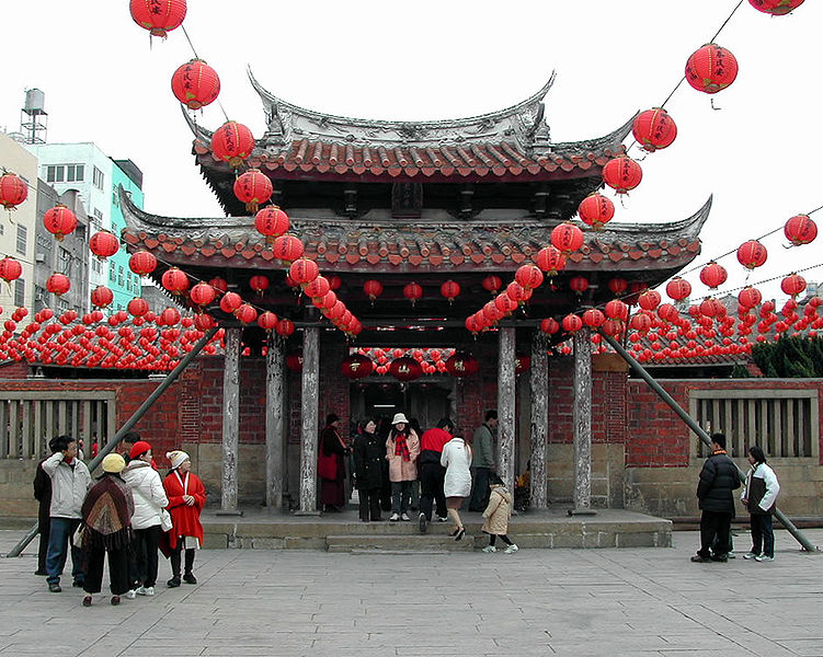 File:Lukang Lung-shan Temple 2004.jpg