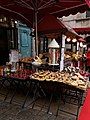 Lyon 5e - Place du Change - Vendeur de crêpes, gaufres, beignets et sucreries.jpg