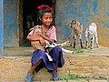 Mädchen mit Ziege (Nepal).JPG