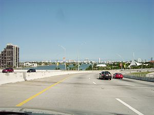 English: MacArthur Causeway eastbound from Mia...
