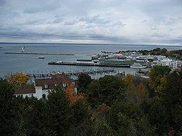 Michigan præges af dens beliggenhed ved de Store søer:   Havnen på Mackinac Island i Huronsøen.