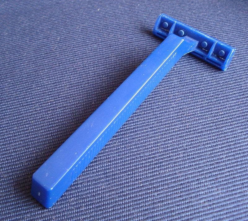 Maquinilla de afeitar desechable.JPG