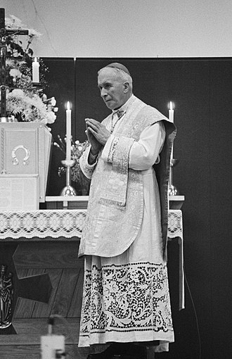Society of Saint Pius X - Lefebvre, the society's founder, celebrating Tridentine Mass