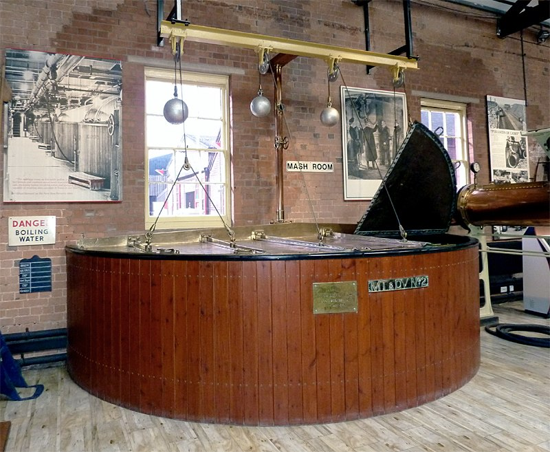 Mash Tun exhibit in the Brewery Museum at Burton-upon-Trent - geograph.org.uk - 2664334