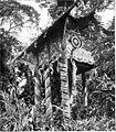 Mausoleum der Klemantanen, in dem zehn und mehr Särge einer Familie Aufnahme sinden.jpg