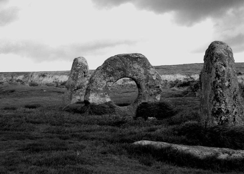 File:Men-An-Tol - panoramio.jpg