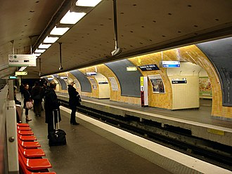 Spanish solution - Image: Metro Paris Ligne 6 station Etoile 01
