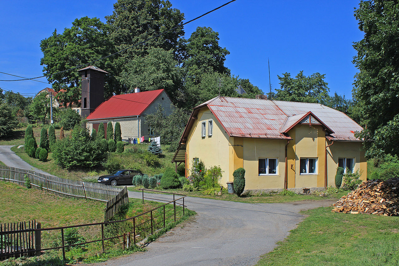 Mikuleč, fire house.jpg