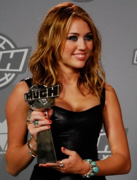 File:Miley Cyrus 2010 MMVA (Straighten Crop).jpg